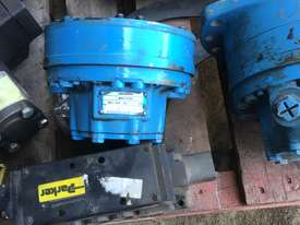 Pallet of new hydraulic Pumps or motors if not new been refurbished would like to sell the whole lot - picture1' - Click to enlarge
