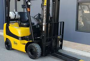 Yale 2000kg LPG Forklift with 4800mm 3 Stage Container Mast
