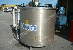 STAINLESS STEEL 1900LITRE MIXING TANK