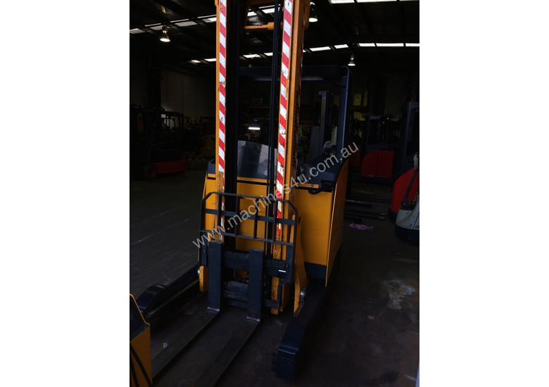 German Jungheinrich Sit On Reach 1.4ton 4.4m