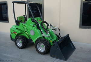 New Avant 420 Compact Articulated Loader with 4 in 1 Bucket or Log Grab