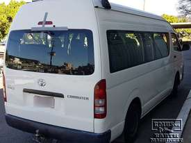 Toyota Hiace 12-seater Mini Bus, new paint. E.M.U.S TS292 - picture2' - Click to enlarge