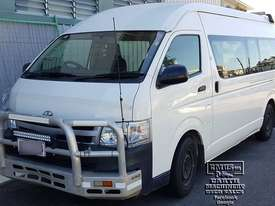 Toyota Hiace 12-seater Mini Bus, new paint. E.M.U.S TS292 - picture0' - Click to enlarge