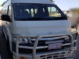 Toyota Hiace 12-seater Mini Bus - picture4' - Click to enlarge