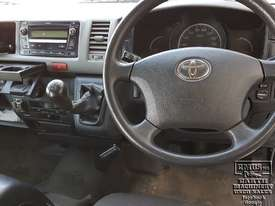 Toyota Hiace 12-seater Mini Bus - picture10' - Click to enlarge