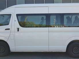 Toyota Hiace 12-seater Mini Bus - picture11' - Click to enlarge