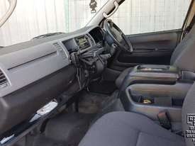 Toyota Hiace 12-seater Mini Bus - picture13' - Click to enlarge