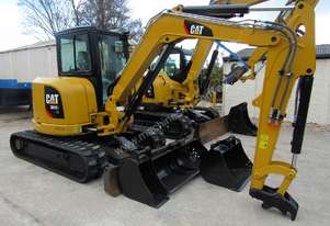 Late 2015 low hour 5 ton Caterpillar 305e-cr with rubber tracks