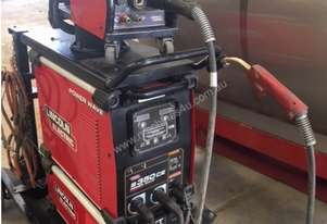 Lincoln Powerwave S350ce welder