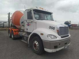 Freightliner Columbia - picture0' - Click to enlarge