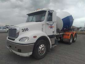 Freightliner Columbia - picture3' - Click to enlarge