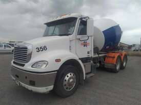 Freightliner Columbia - picture2' - Click to enlarge