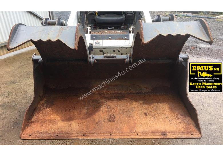1880mm Skid Steer Grapple Bucket with universal hitch. EMUS AS171