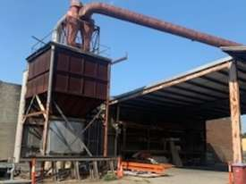 LARGE DUST EXTRACTOR IN GREAT WORKING CONDITION  - picture1' - Click to enlarge
