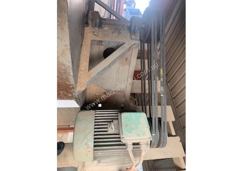 LARGE DUST EXTRACTOR IN GREAT WORKING CONDITION