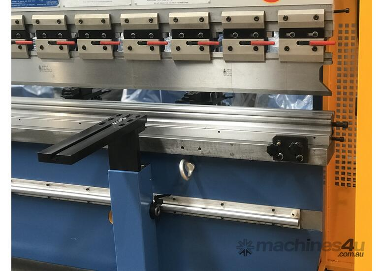 Feature Packed 135Ton x 4000mm CNC Pressbrake With CNC Touch Screen Controller & Laser Guards