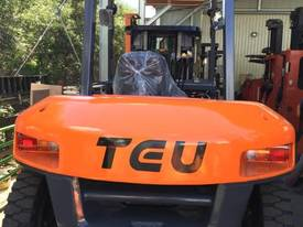 TEU Diesel Forklift 7T Hydraulic Tynes Negotiable - picture0' - Click to enlarge