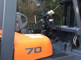 TEU Diesel Forklift 7T Hydraulic Tynes Negotiable - picture1' - Click to enlarge