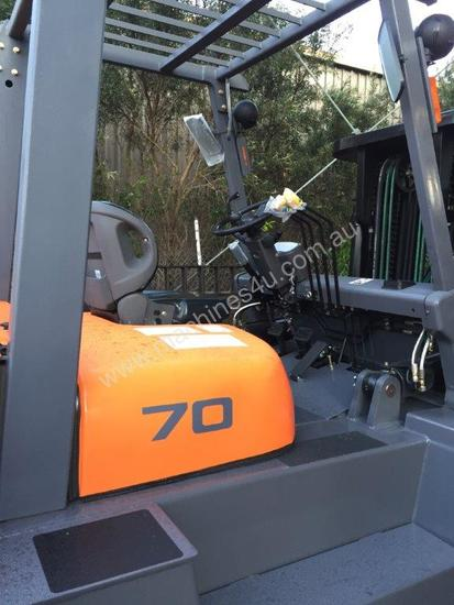 TEU Diesel Forklift 7T Hydraulic Tynes Negotiable