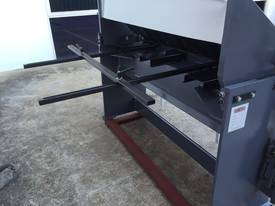 1270mm x 240Volt Guillotine & Panbrake Combo - picture7' - Click to enlarge