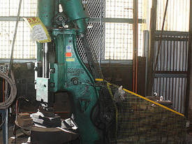 B&S Massey Blacksmiths Power Hammer 3CWT 3 phase a - picture0' - Click to enlarge