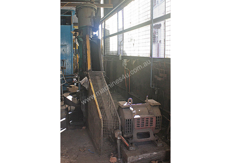 B&S Massey Blacksmiths Power Hammer 3CWT 3 phase a