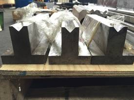 New Bottom Single 20mm Vee Blocks = 800mm - picture0' - Click to enlarge