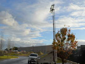 LED Solar lighting tower - picture17' - Click to enlarge