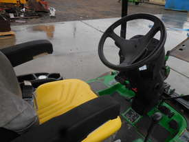 John Deere 1445 Mower - picture8' - Click to enlarge