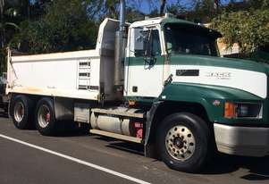 Mack 2001   Fleetliner Tipper