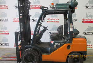 Toyota   Forklifts 8FD30
