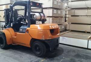 TOYOTA   4 TONNE   FORKLIFT - MUST  SELL !!!