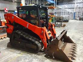 KUBOTA SVL75 TRACK LOADER IN EXCELLENT CONDITION WITH LOW 790 HOURS. 2017 MODEL  - picture1' - Click to enlarge