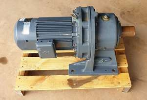 3.7 KW Sumitomo Cyclo Gear motor reduction drive with brake. Ratio 71:1 RPM : 20 Model : HM5-217