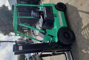Mitsubishi 1000kg compact forklift 3m lift height Diesel