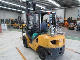 3 ton  4,500mm lift - picture1' - Click to enlarge