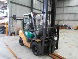 3 ton  4,500mm lift - picture4' - Click to enlarge