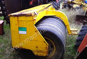 freeroll grader mounted multi tyred roller