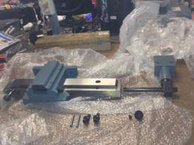Ajax Chin Hung 430mm & 530mm High Quality Taiwanese Lathes - picture14' - Click to enlarge