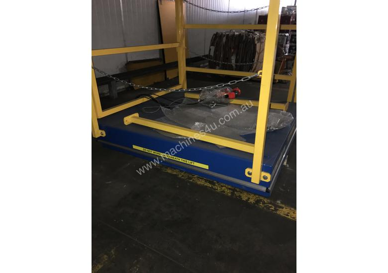 Hydrualic Lifting Platform for Pallets. Size 1350x1200mm, 2000KG Capacity, Lifting height of 820mm
