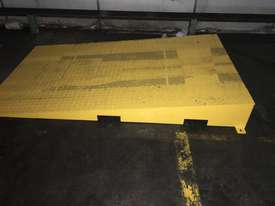 Hydrualic Lifting Platform for Pallets. Size 1350x1200mm, 2000KG Capacity, Lifting height of 820mm - picture2' - Click to enlarge