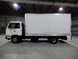 Nissan Condor Road Maint Truck - picture1' - Click to enlarge