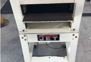 Jet thicknesser planner with dust extractor