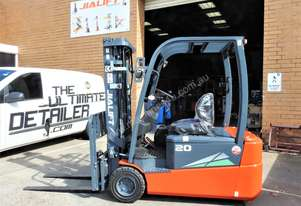 2T 3 Wheels Electric Forklift
