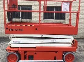 Scissor lift Snorkel S2033 - picture0' - Click to enlarge