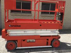 Scissor lift Snorkel S2033 - picture1' - Click to enlarge