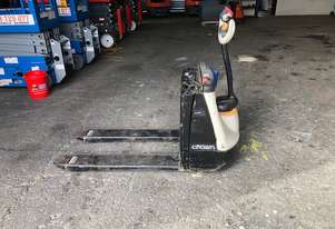 Crown   Electric Pallet Jack