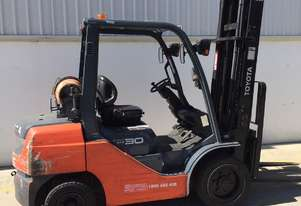 Toyota 3.0 Ton LPG Forklift in good condition