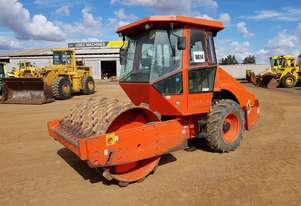 2005 Dynapac CA152PD Self Propelled Vibrating Padfoot Roller *CONDITIONS APPLY*