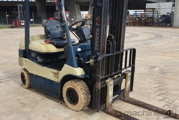 Toyota 2.5T Electric 4 Wheel with Container Mast and New Batteries!